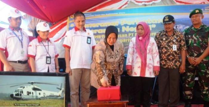 Wakil Bupati Nunukan, Hajjah Asmah Gani, Jumat (28/8/2015) menekan tombol yang menandai beroperasinya PLTD Siemanggaris.